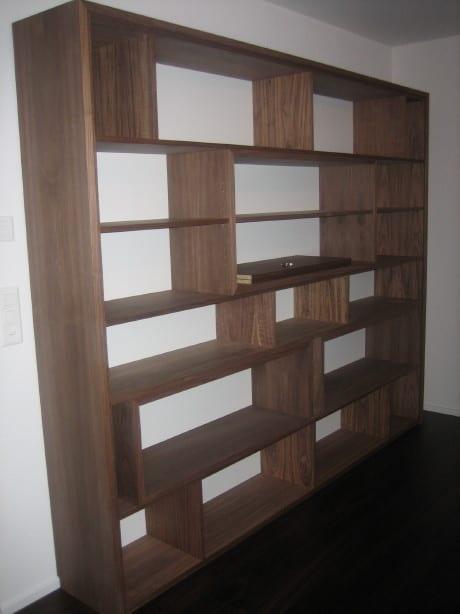 Holzregal aus Holz