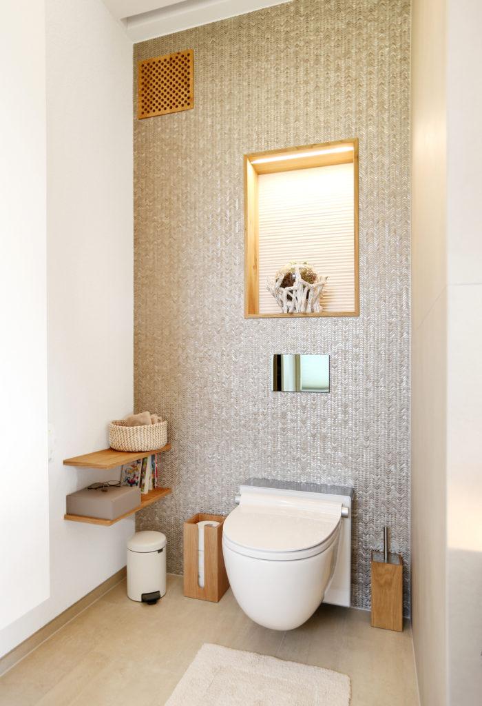 Badezimmer Toilette Ablageflaeche Holz