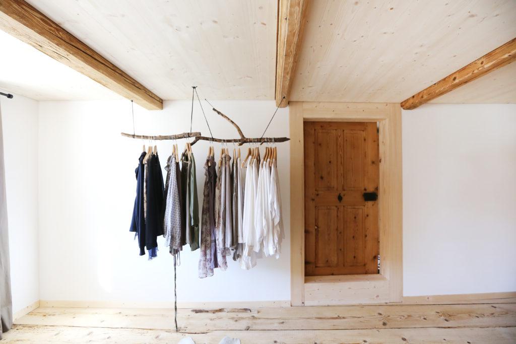 Garderobe Holzdecke Holzboden