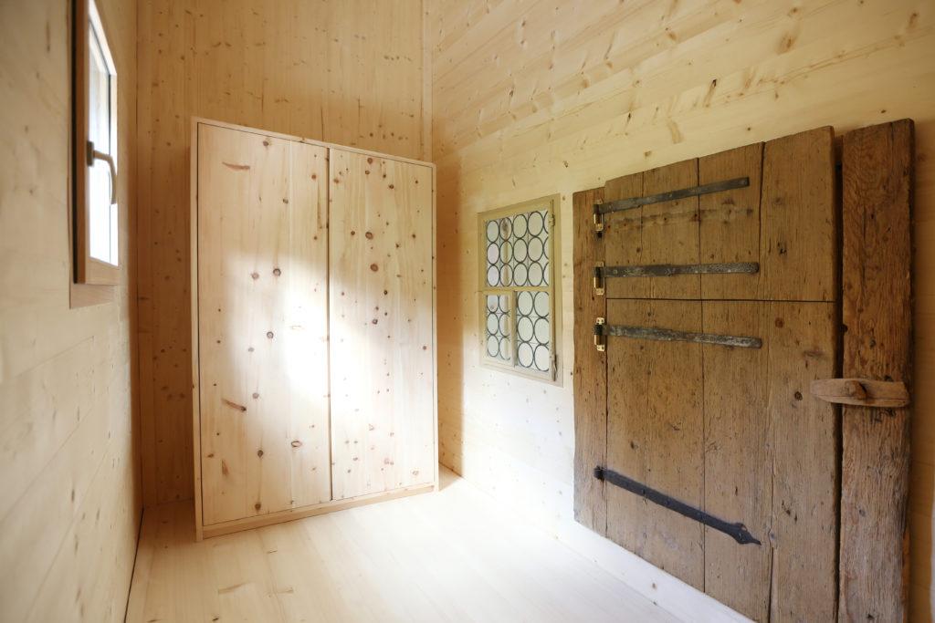 Holzbau Kleiderschrank Arvenholz