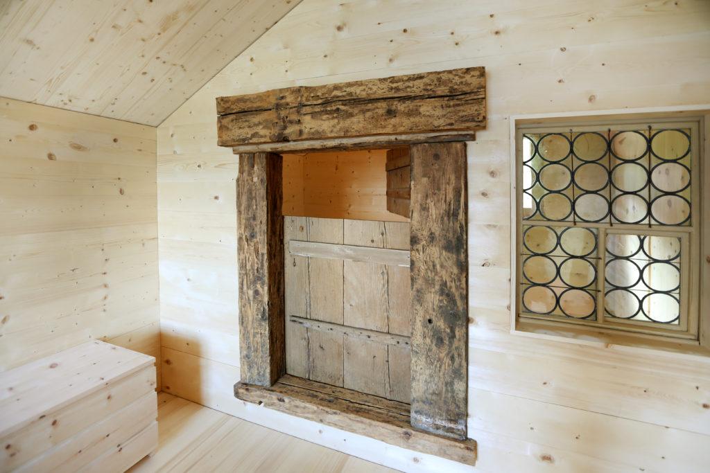 Holzbau Kommode Arvenholz