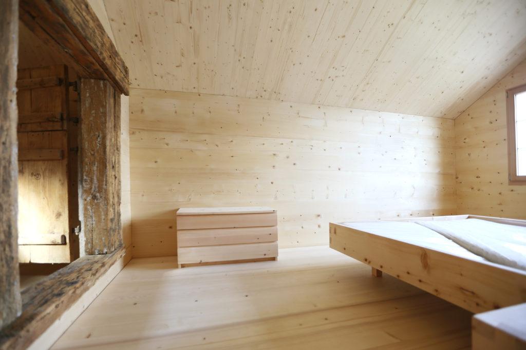 Holzbau Kommode Bettgestell Arvenholz