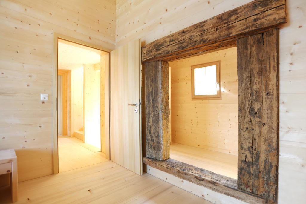 Holzbau Nachttisch Arvenholz