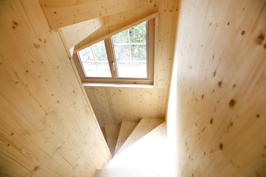 Holzbau Treppe Freitragend