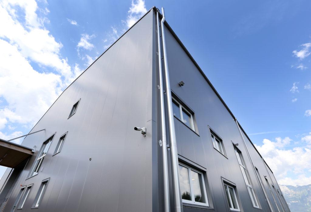 Lagerhalle Metallpaneelen Kunststoff Fenster