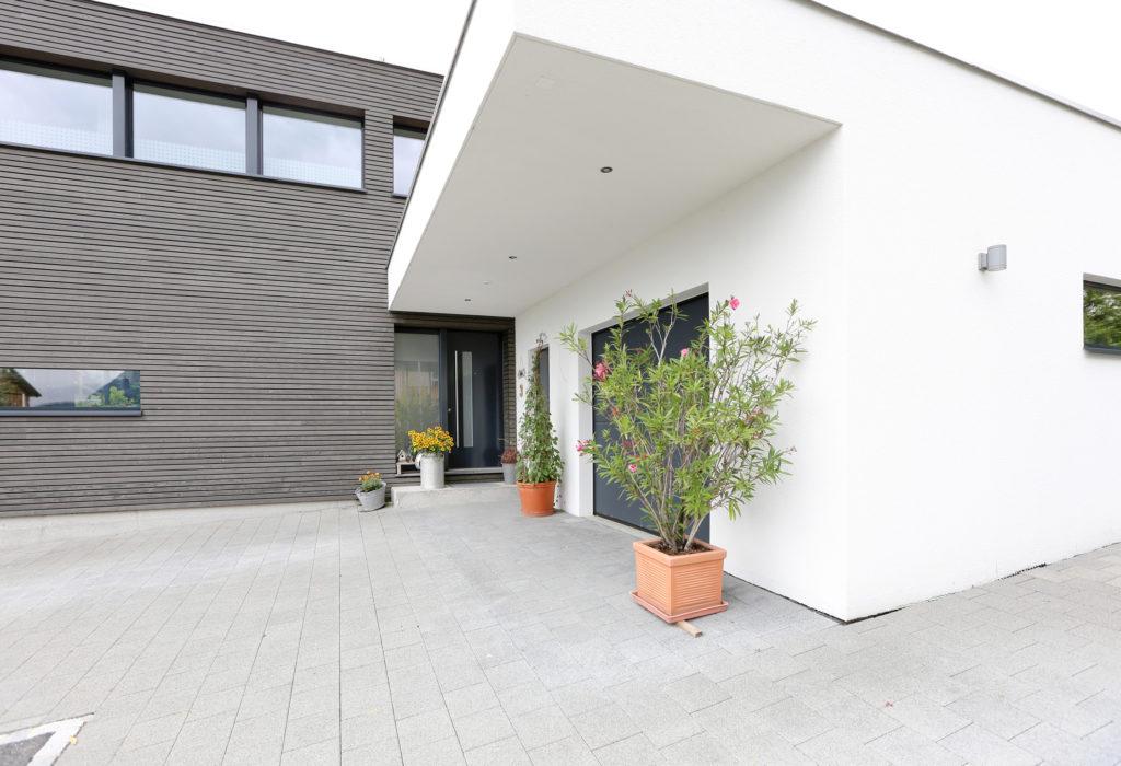 Neubau Architektur Holzbau Holzfassade Tanne Nebenbau