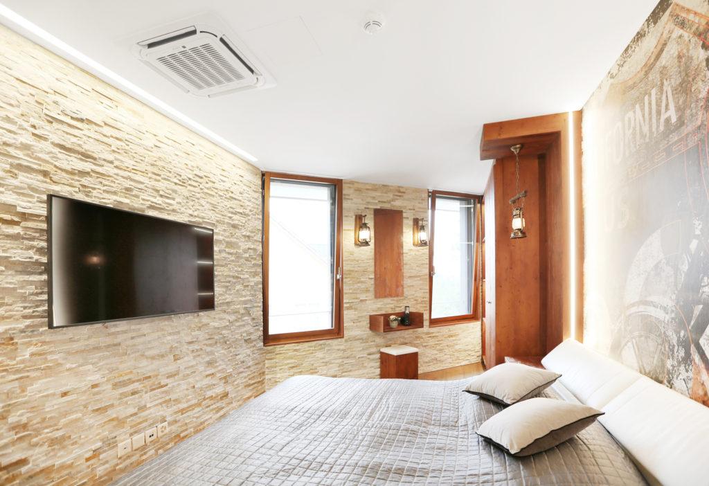 Schlafzimmer Altholzverkleidungen