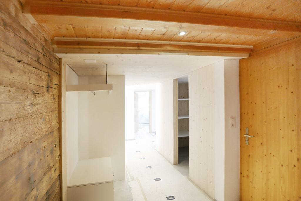 Umbau Holzdecke Garderobe