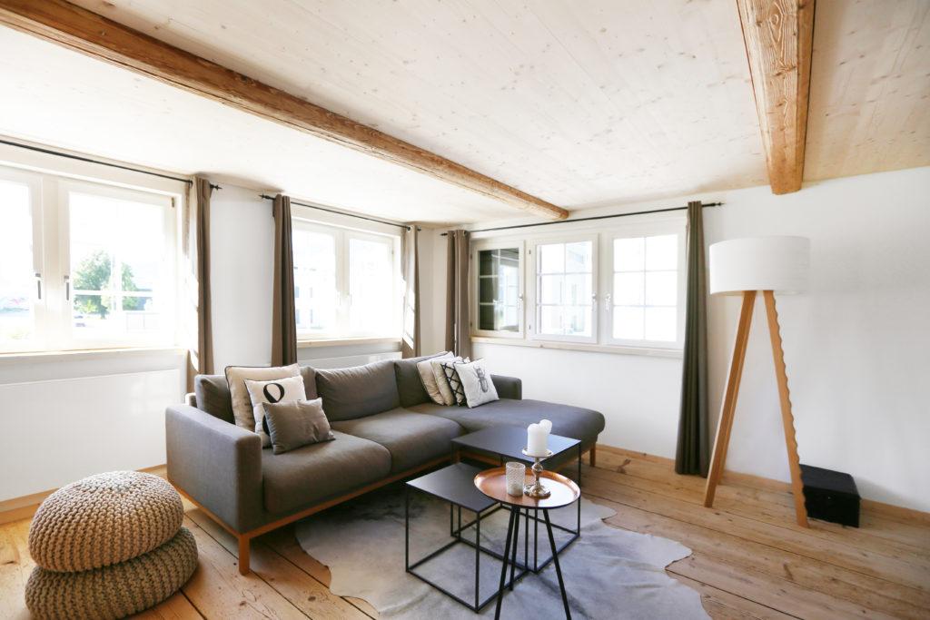 Wohnbereich Holzdecke Holzboden