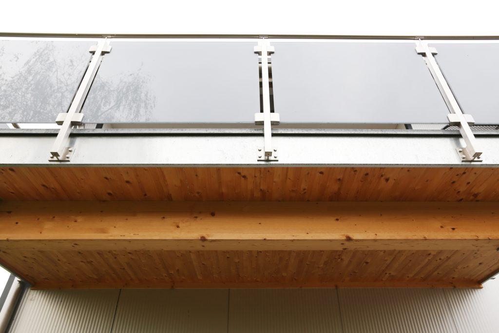 Neubau Halle Holzbau Balkon