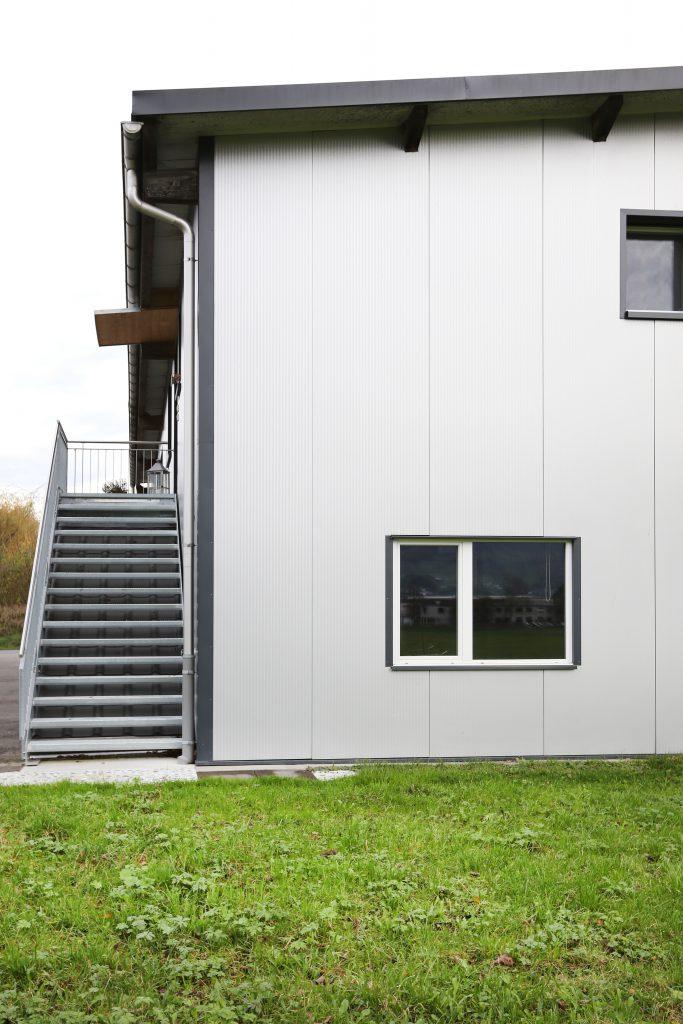 Neubau Halle Holzbau Metallpaneelen