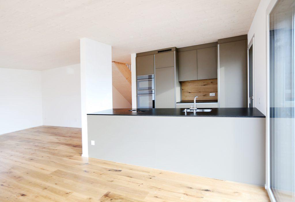 Neubau Einfamilienhaus Kueche Span Beschichtet Steinabdeckung