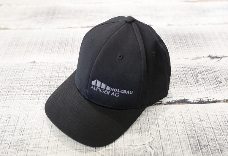 Cap Schwarz Alpiger Holzbau