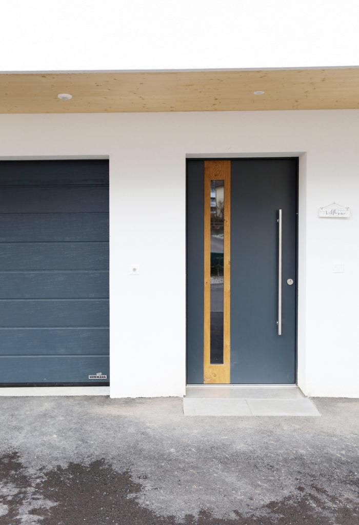 Neubau Einfamilienhaus Holzbau Haustuere